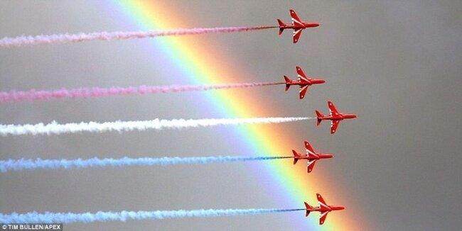 Авиапарад украсила радуга (4 фото)