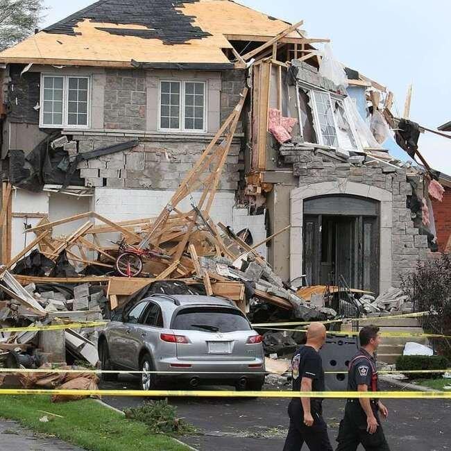 Торнадо в Канаде (27 фото)