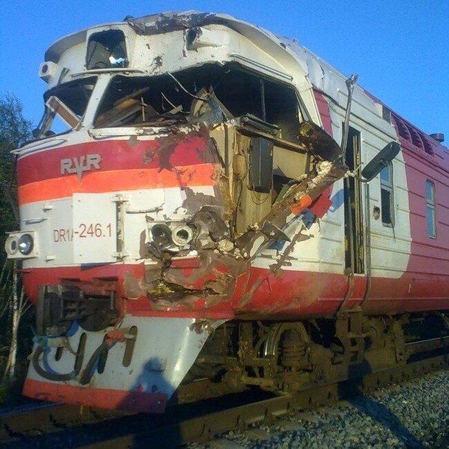 Поезд и экскаватор   (11 фото)