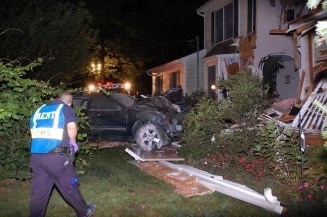 Летающий джип разрушил дом (11 фото)