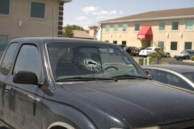 Взрыв баллончика в машине (22 фото)
