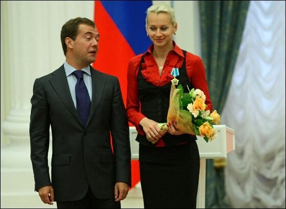 Медведев и победители олимпиады 2008  (14 фото)