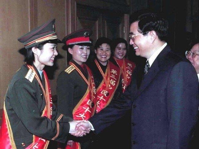 Китайские военные девочки (20 фото)