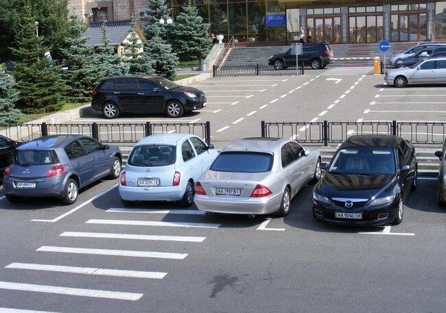 Автомобили и парковки Киева (50 фото)