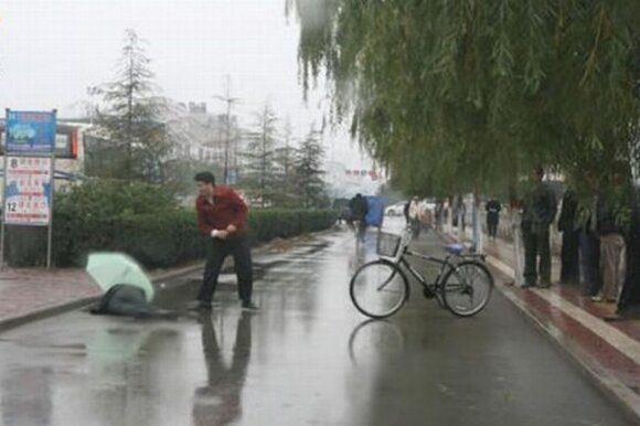 Заботливый китаец (3 фото)