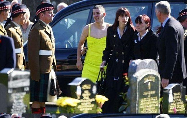 Похороны лучшего друга (5 фото)