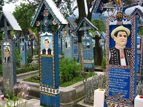 Не грустное кладбище (8 фото)