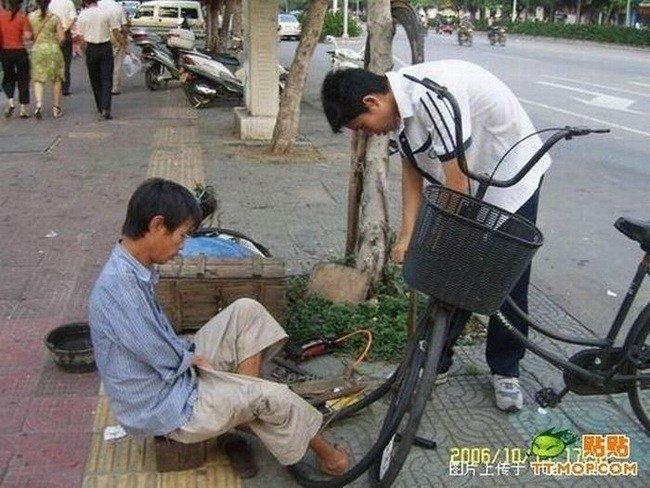 Безрукий парень из Китая (20 фото)