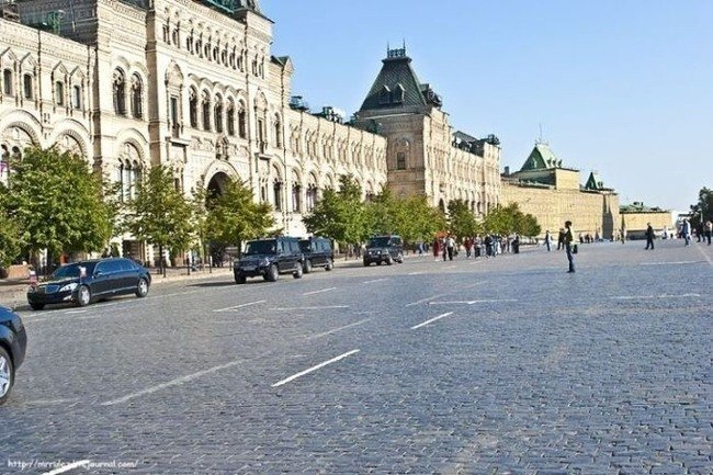 Поездка Медведева Д.А. в ГУМ (14 фото)