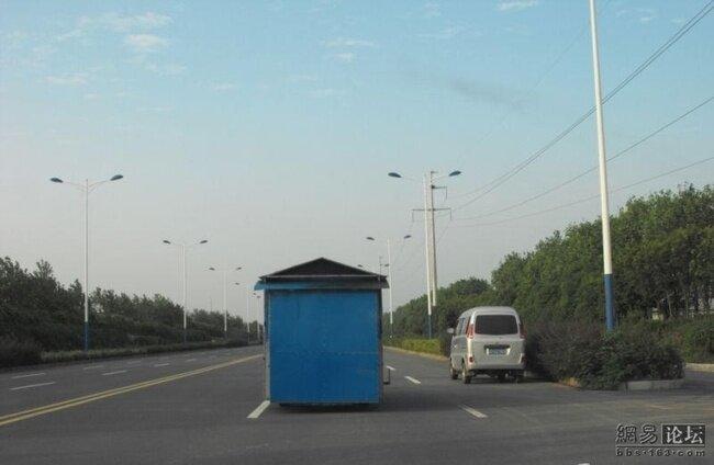 Ларек на шоссе или что это? (5 фото)