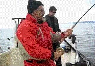 Чумовая рыбалка, так и обгадится не долго :) (1 фото)
