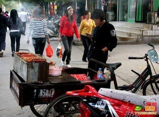 Сосисочная на велосипеде (4 фото)