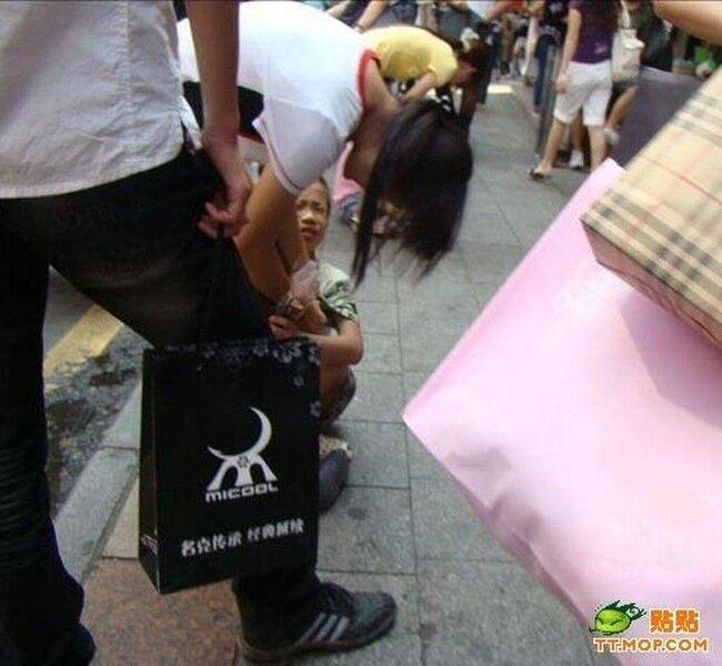Интересный способ продажи цветов в Китае (15 фото)