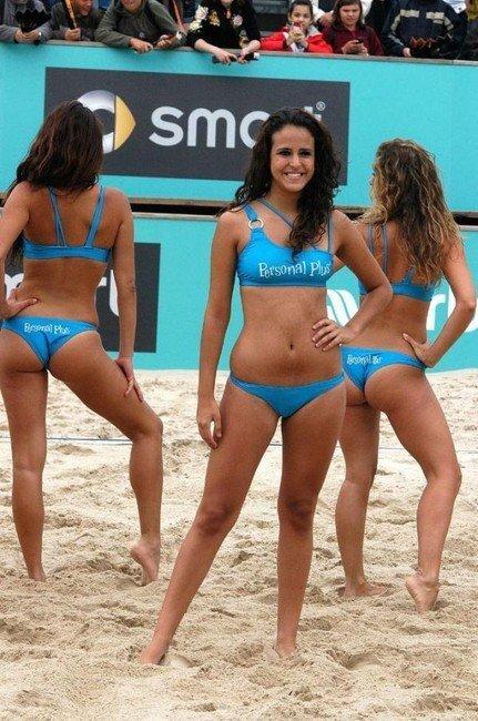 Волейбольная группа поддержки в бикини (62 фото)