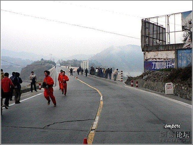 Происшествие на мосту (29 фото)