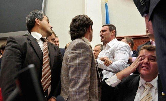 Кличко чуть не подрался с депутатами (4 фото+видео)