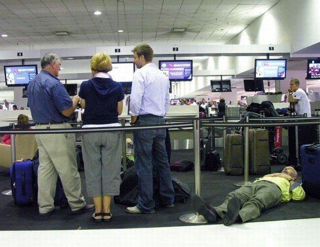 Здоровый сон в аэропорту (35 фото)