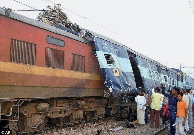 Столкновение поездов (4 фото)