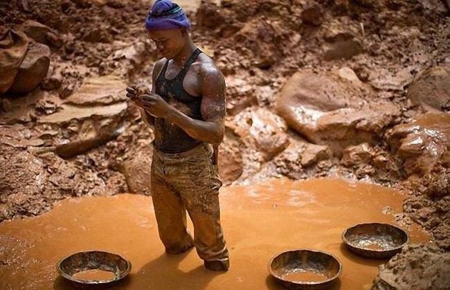 Добыча золота в конго (15 фото)