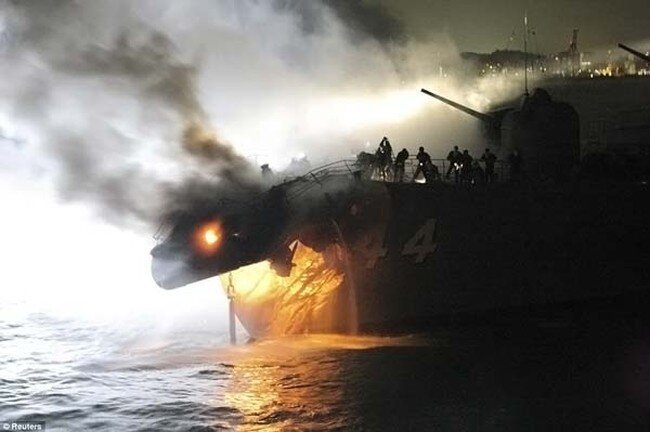 Японский эсминец не смог разойтись с сухогрузом из Кореи (7 фото)