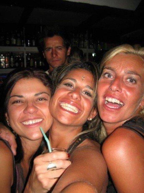 Улыбающаяся девушка из Бразилии (11 фото)