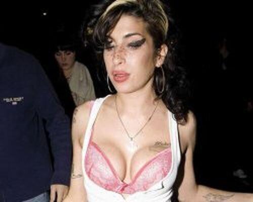 Розовые буфера Amy Winehouse (9 фотографий)
