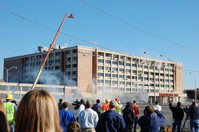 Подрыв здания (8 фото)
