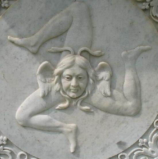 Самые необычные надгробия (60 фото)