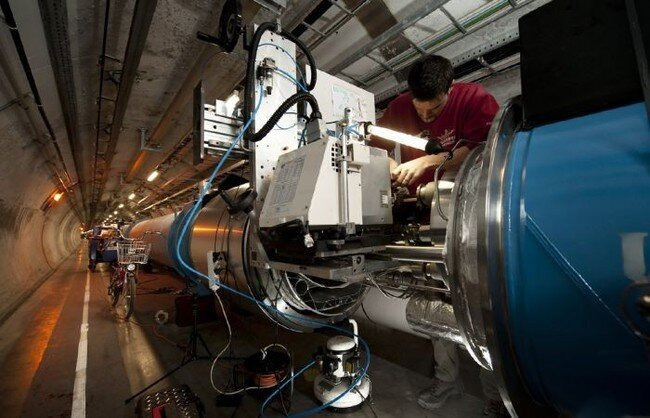 Стартовал Большой адронный коллайдер (23 фото)