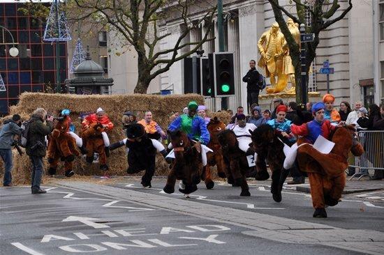 Забеги на лошадях (12 фото)