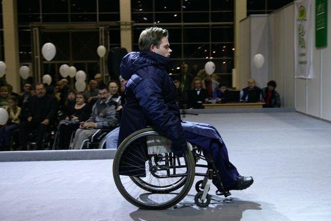 Российские инвалиды представили модную одежду в Москве (34 фото)