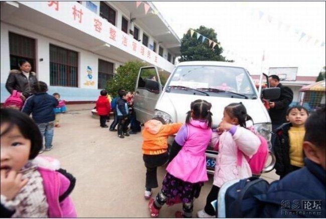 Китайский школьный автобус (6 фото)