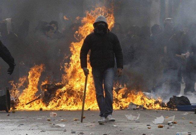 Уличные беспорядки в Греции (9 фото)