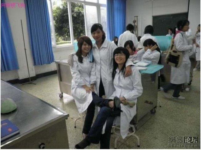 Китайские студенты-медики (17 фото)