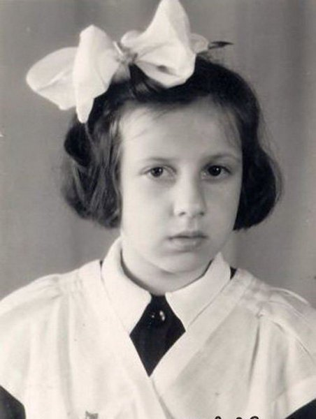 Какая принцесса изображена на фотографии (3 фото)