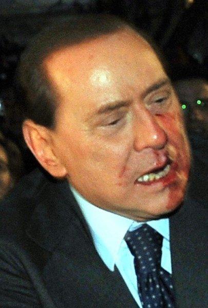 Сильвио Берлускони получил по лицу (6 фото+видео)