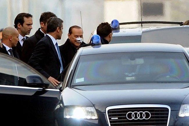Сильвио Берлускони выписали из больницы (5 фото)