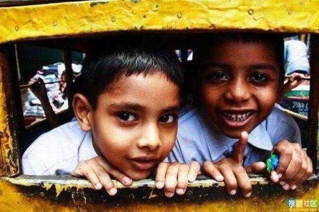 Школьные автобусы в Индии (30 фото)