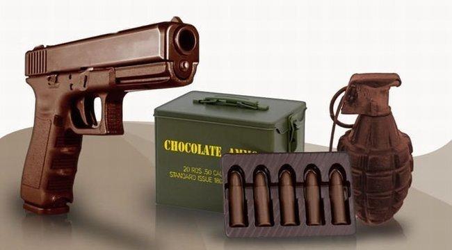 Оружие из шоколада (12 фото)
