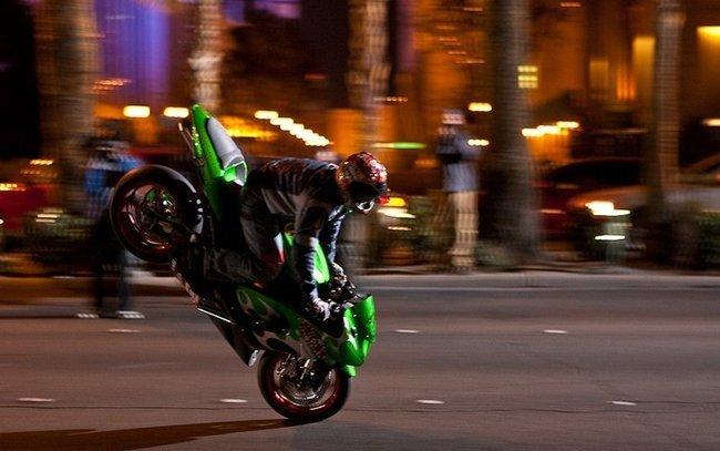 Танцы на мотоциклах (18 фото+видео)