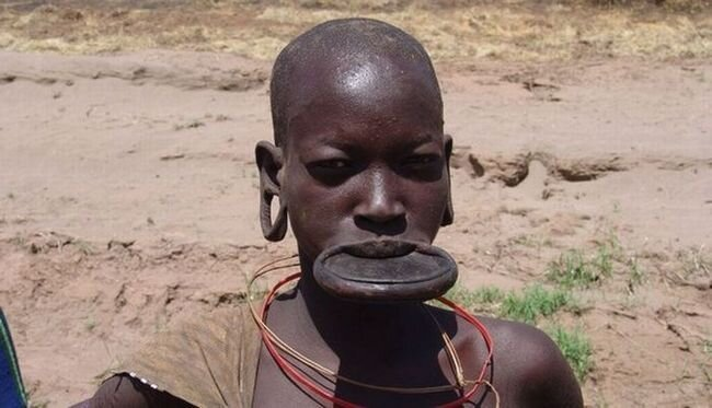 Племя Mursi в Эфиопии (14 фото)