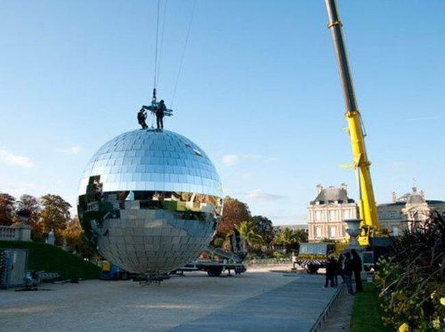 Мишель де Бруан строит самый большой в мире шар для дискотеки  (10 фото)