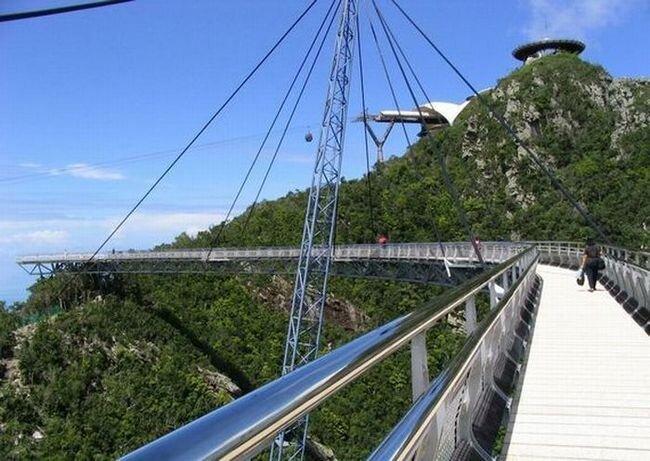 Мост уходящий в небо (20 фото)