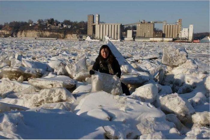 Замерзшая река Мисисипи (7 фото)