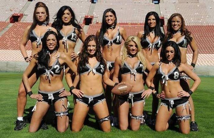 Американский футбол в нижнем белье (22 фото)