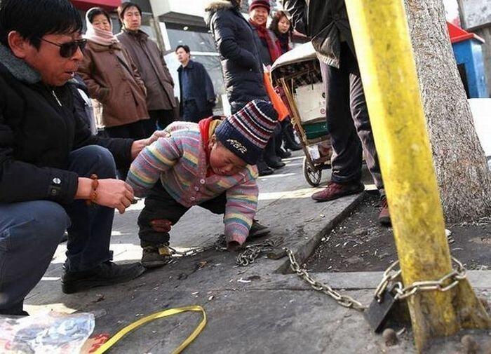 Как китайцы оберегают детей (4 фото)
