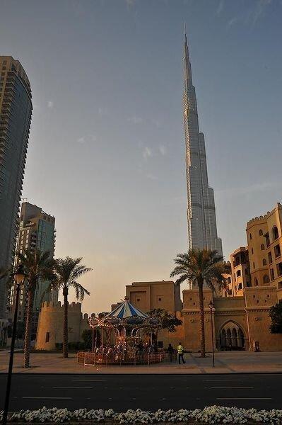 """Отныне и навсегда эта башня будет носить имя """"Халифа"""" (30 фото)"""