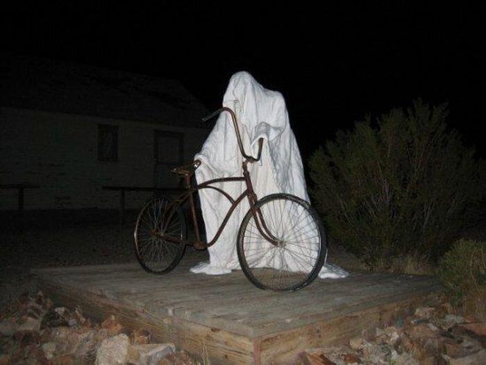 Призрачные статуи заброшенного города (6 фото)