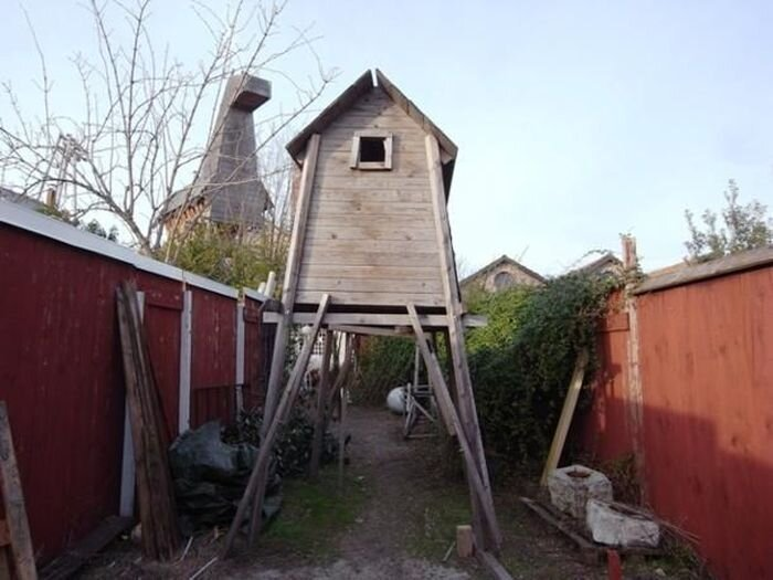 Приостановленный дом (23 фото)