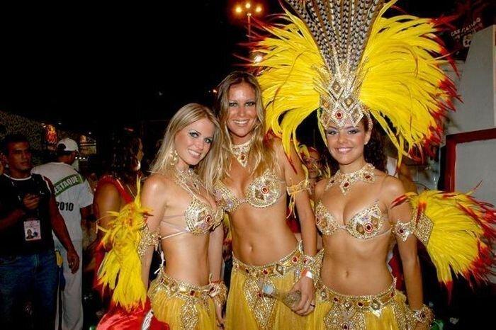 Девушки на карнавале в Рио-де-Жанейро (125 фото)